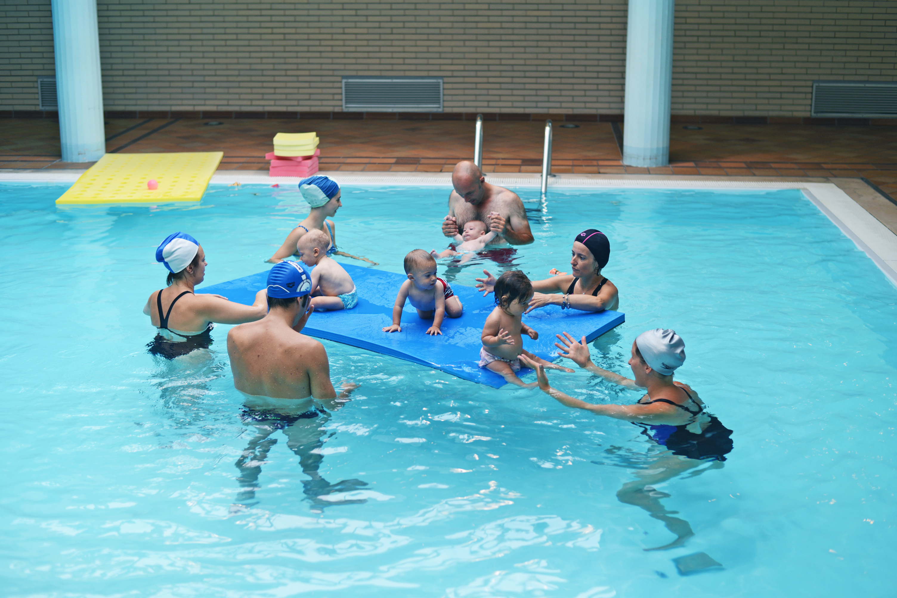 Focus acquaticit neonati piscina centro ferrero - Corsi piscina neonati ...